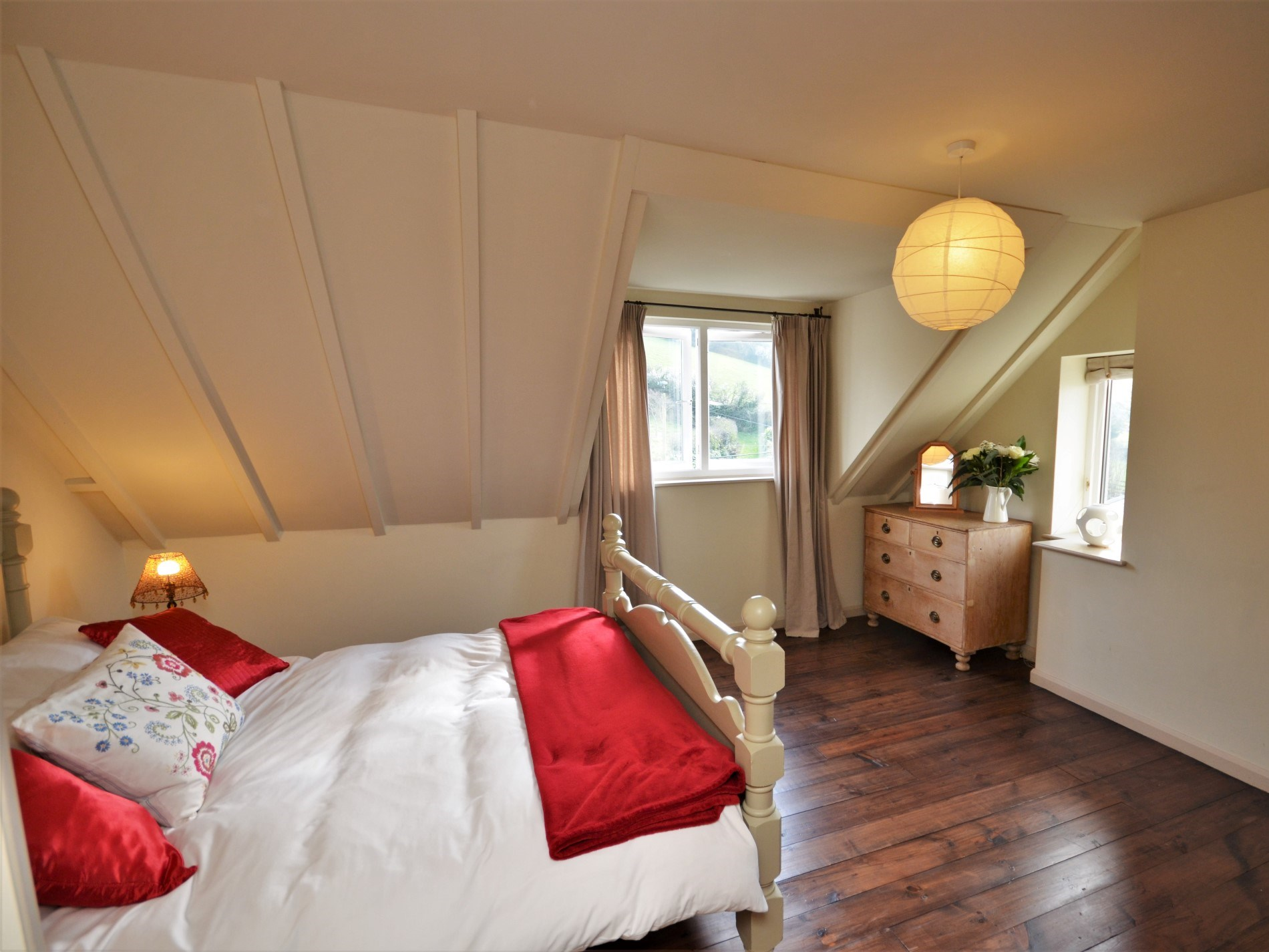 Spacious double room with a view