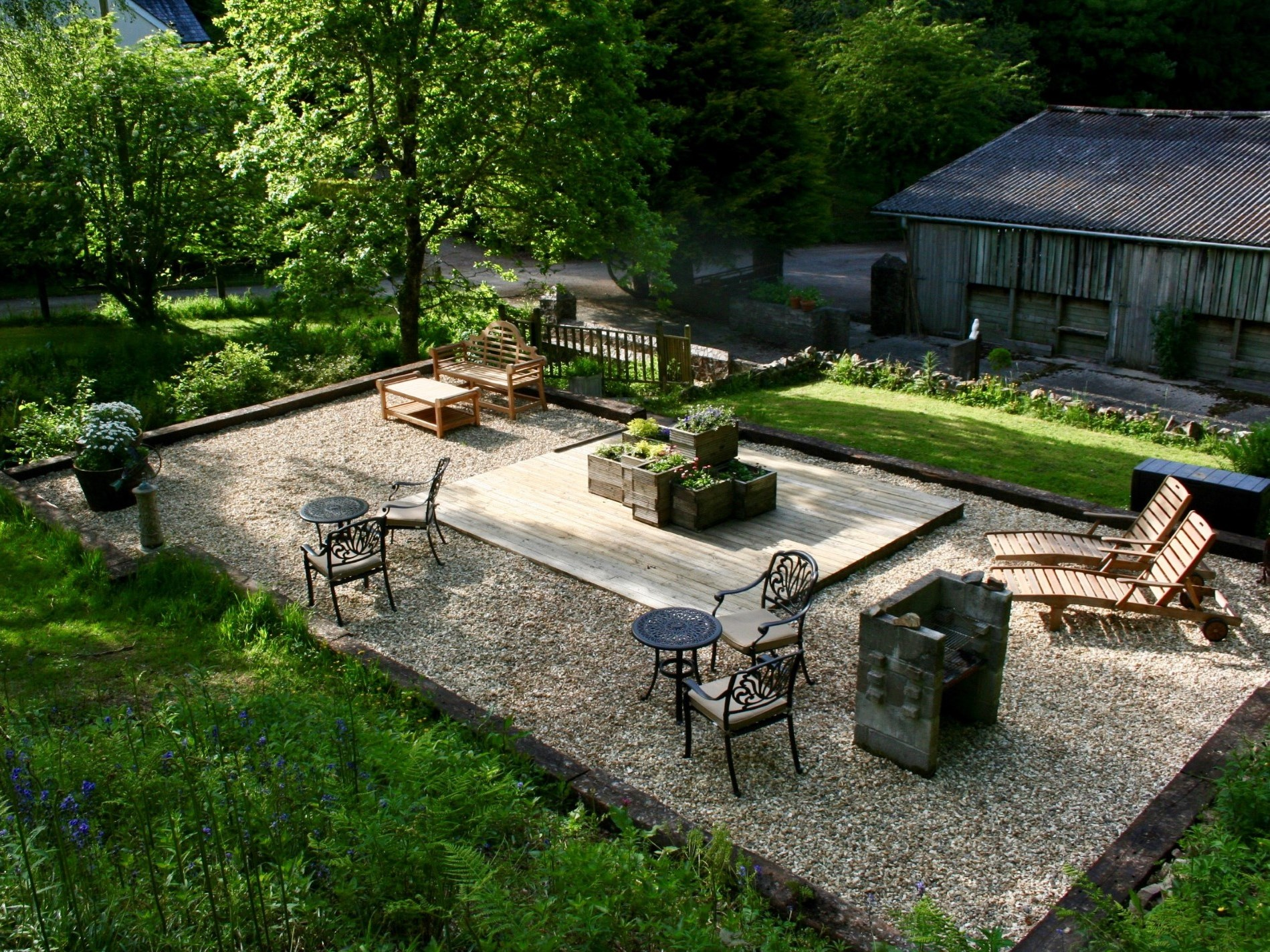 Sit in the shared garden with BBQ and loungers