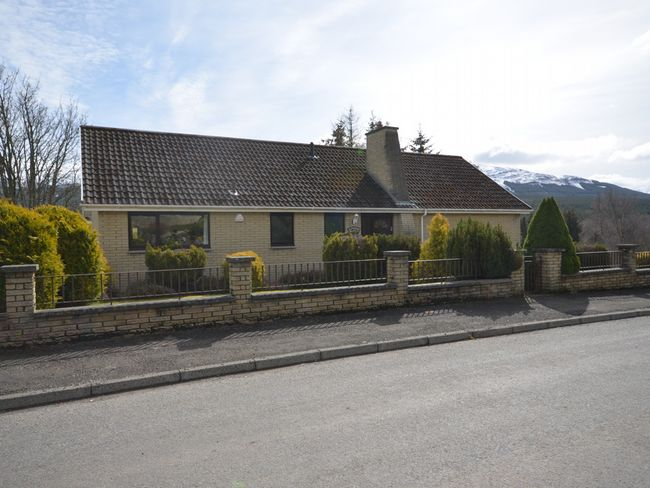 2 Bedroom Bungalow in Stirling and Clackmannanshire, Perthshire, Angus and Fife