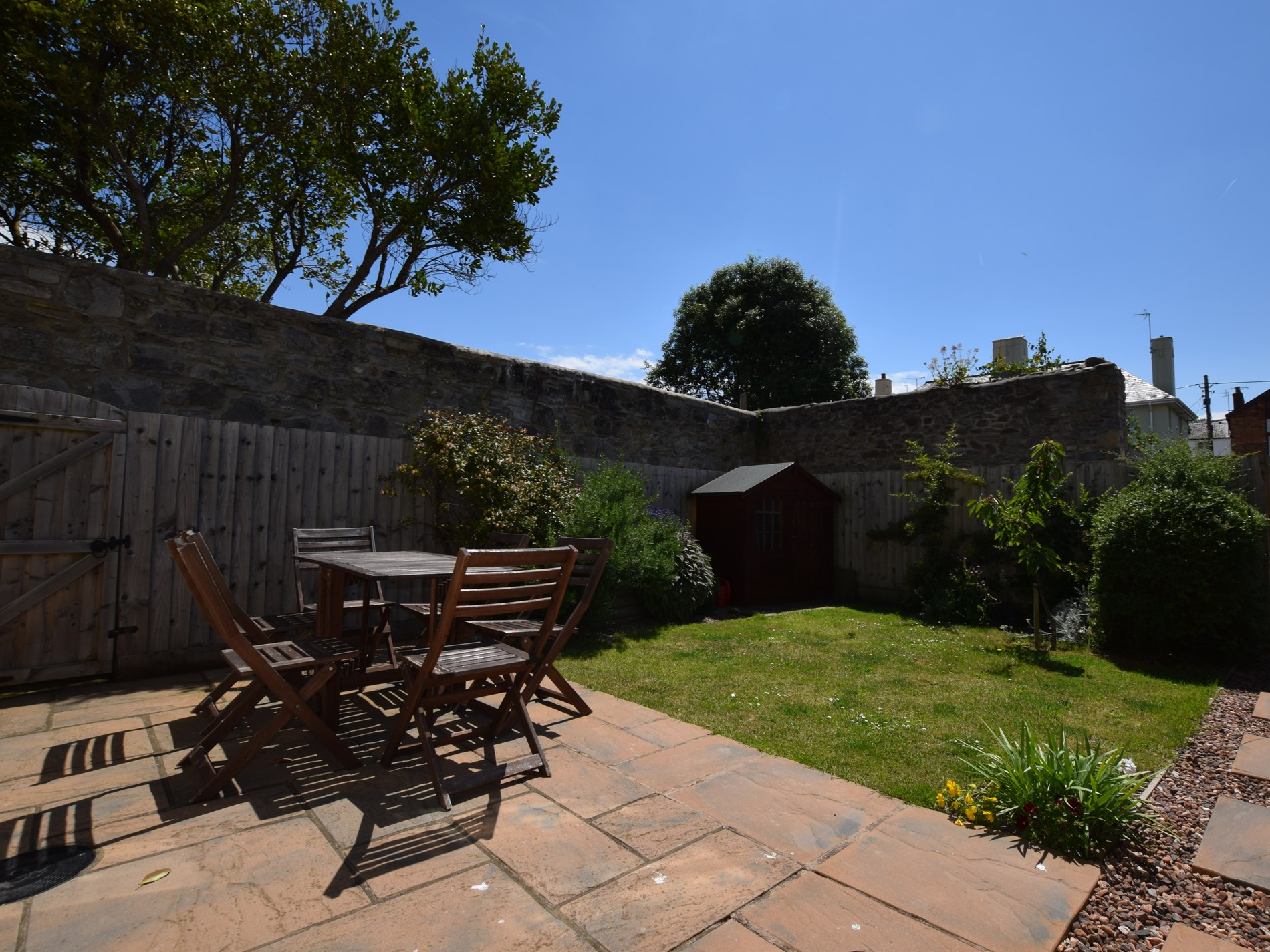 Pretty enclosed garden to enjoy the sunshine