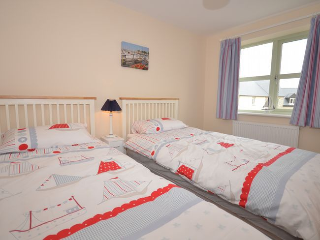 Twin bedroom, on the middle floor