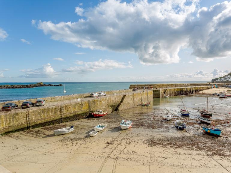 Located in the stunning fishing village of Mousehole