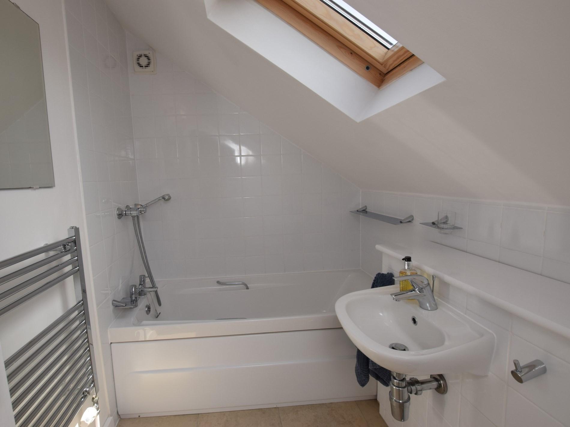 Upstairs bath with hand shower