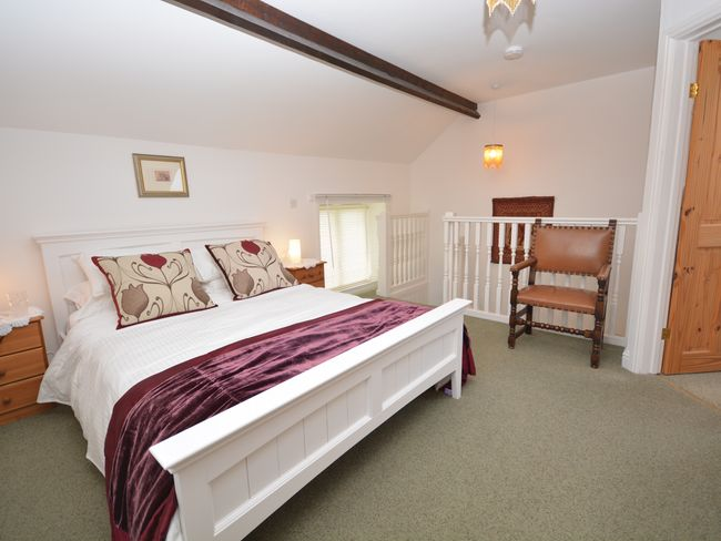Double bedroom with king-size bed