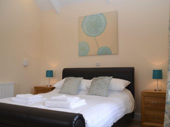 King-size bedroom with en-suite facilities