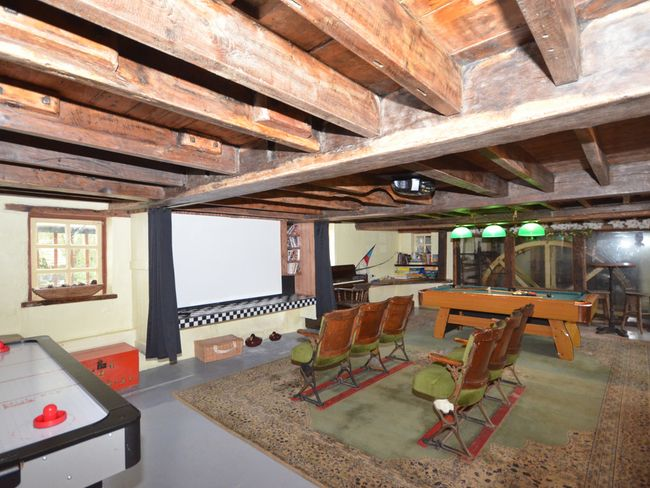Spacious games room with feature water wheel