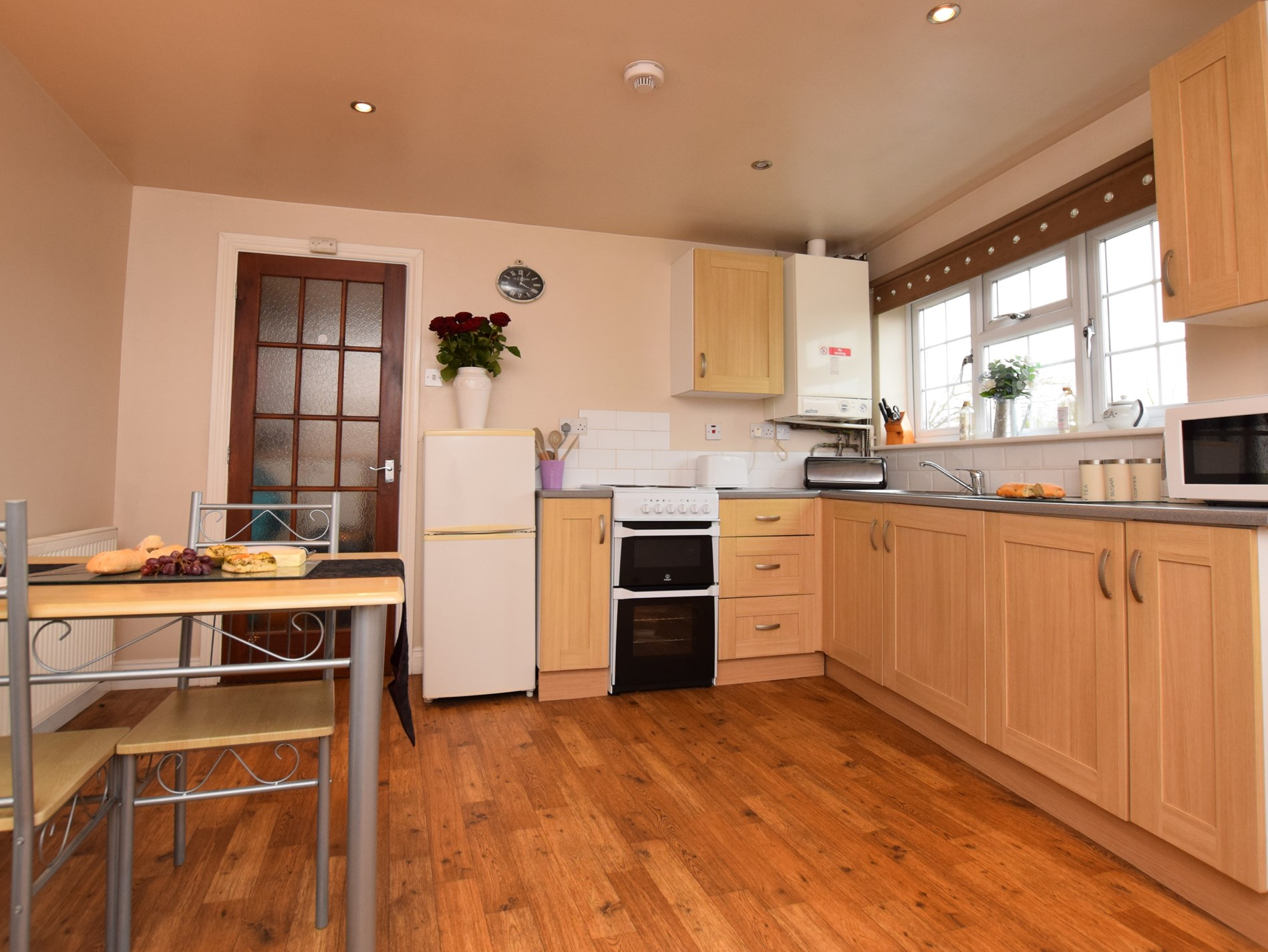 Well equipped kitchen area for all your needs