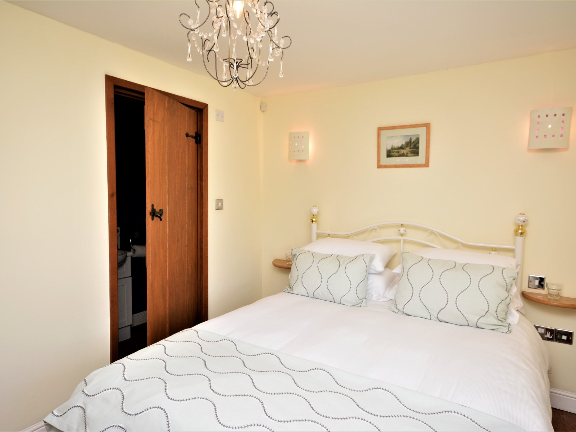 Double bedroom with en-suite shower room