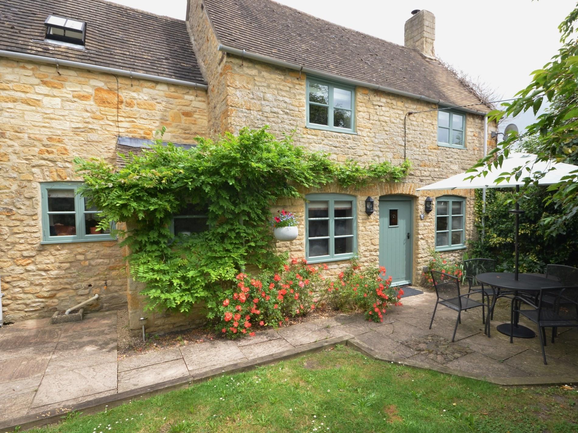 1 Bedroom Cottage in Cheltenham, Heart of England