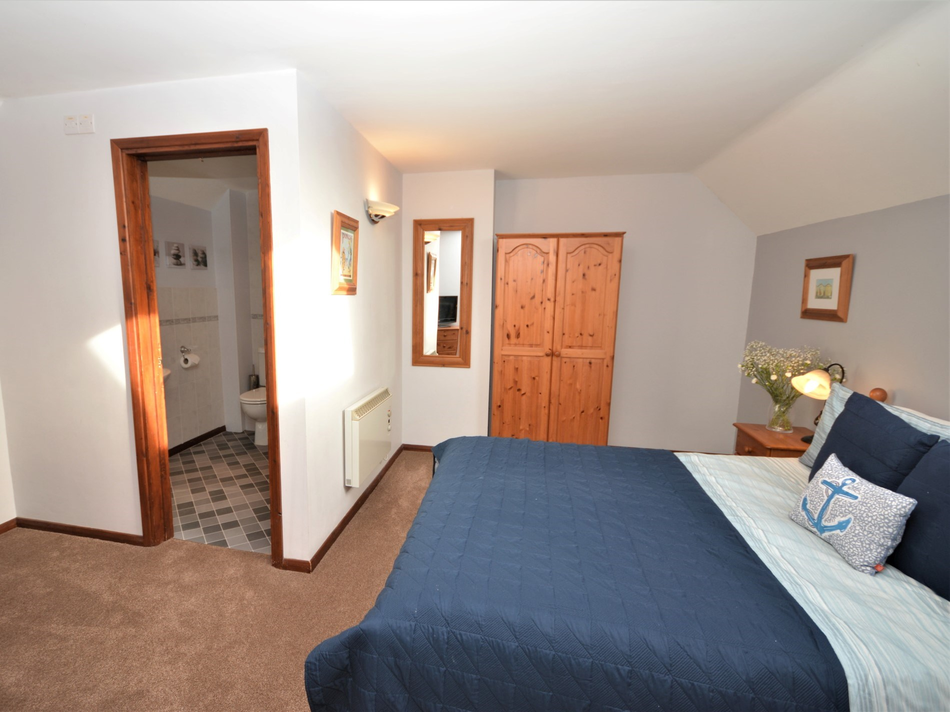 Ensuite king-size bedroom