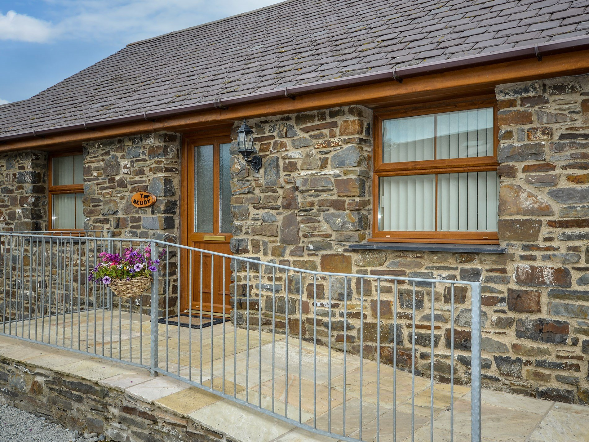 2 Bedroom Barn in West Wales, Pembrokeshire and the South