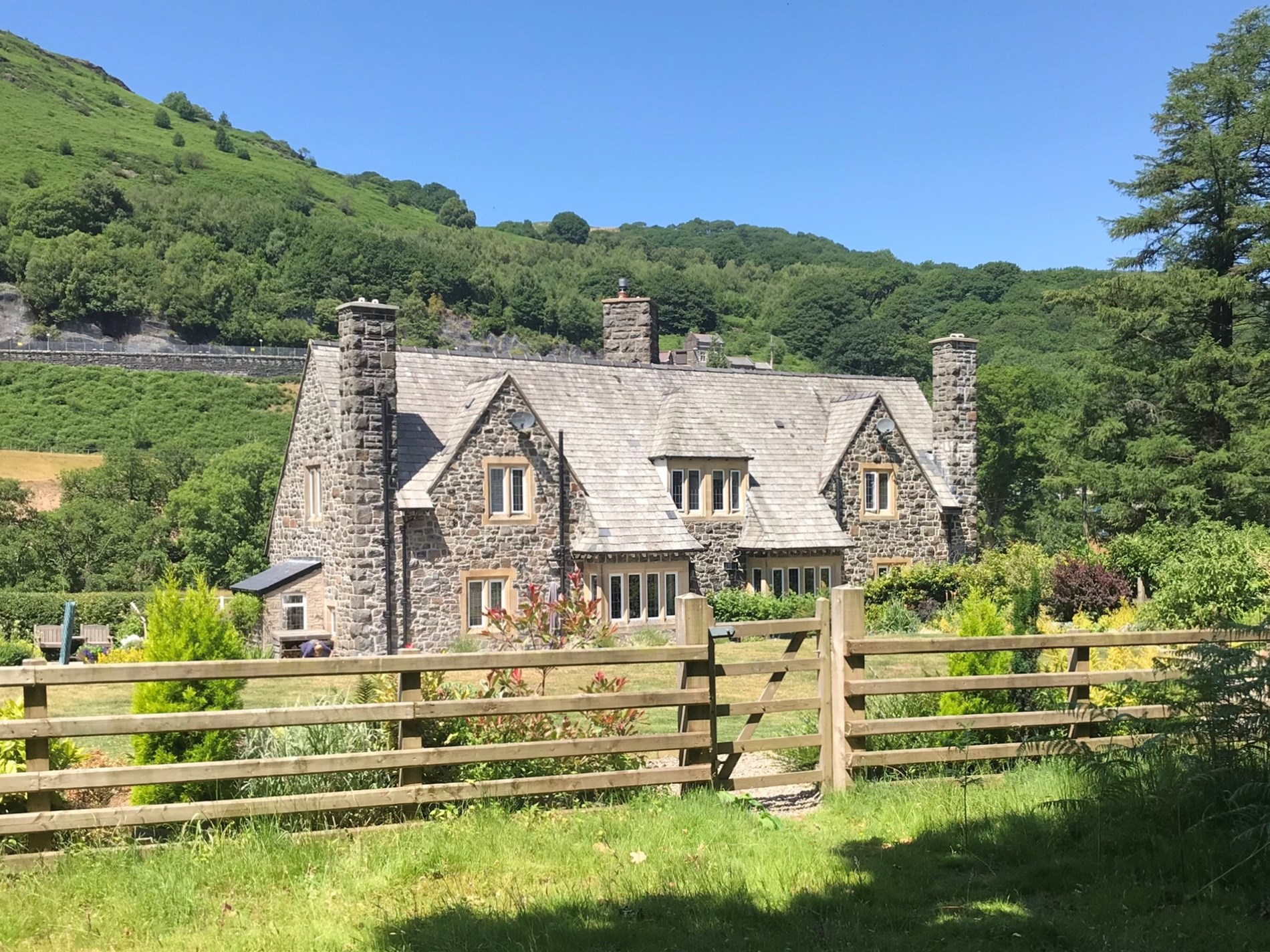 3 Bedroom Cottage in Mid Wales, Pembrokeshire and the South