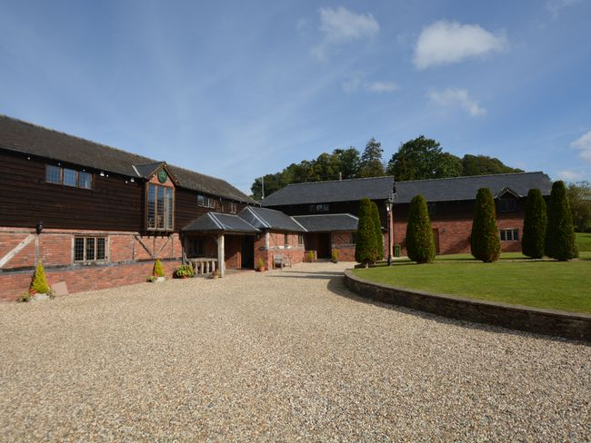 8 Bedroom Barn in Mid Wales, Pembrokeshire and the South