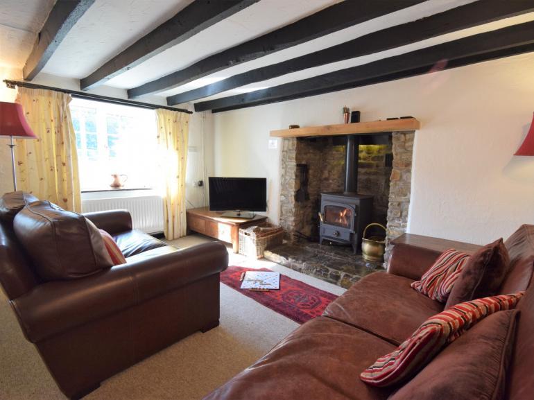 Comfy cottage lounge