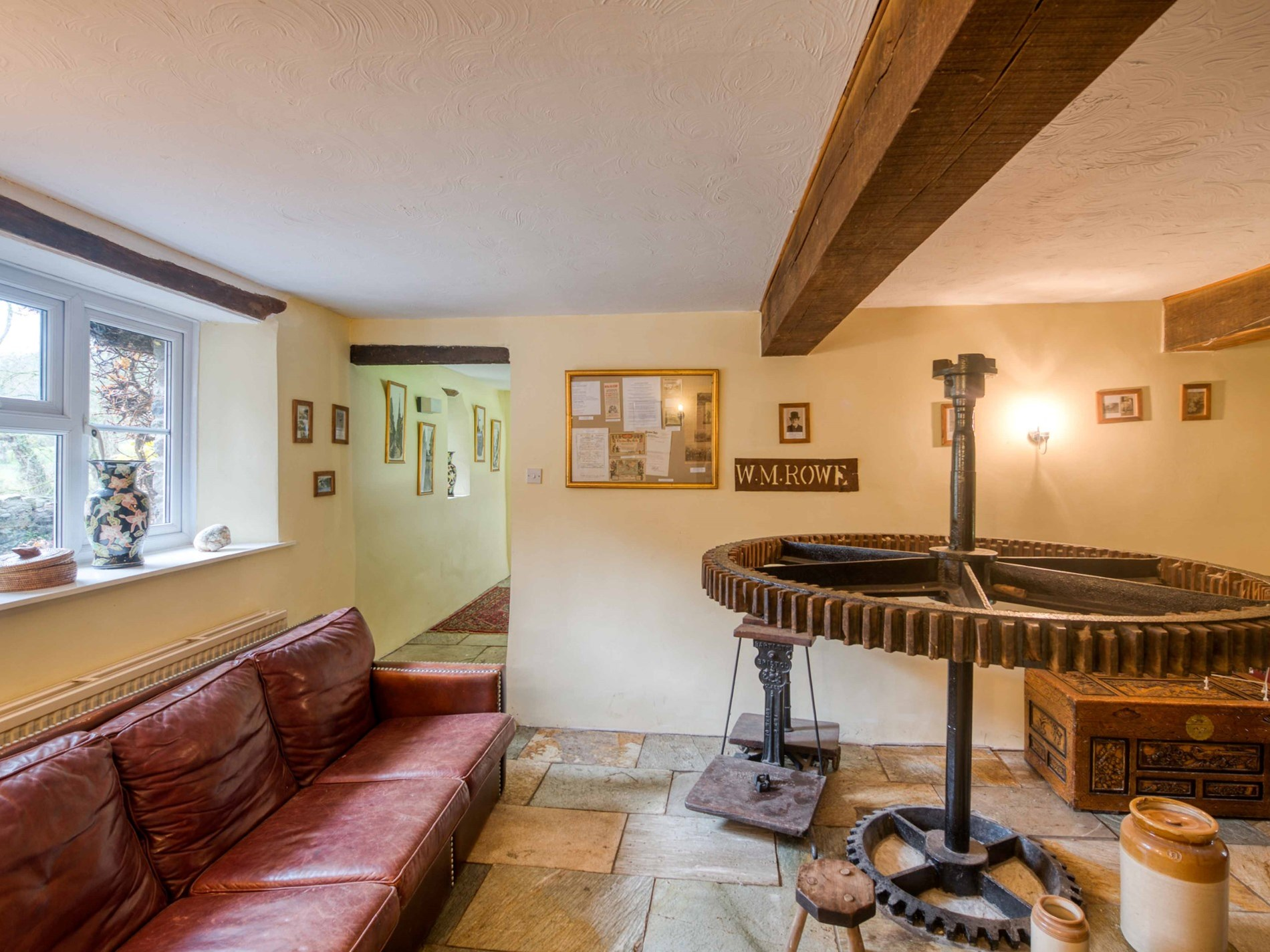 6 Bedroom Cottage in Crediton, Devon