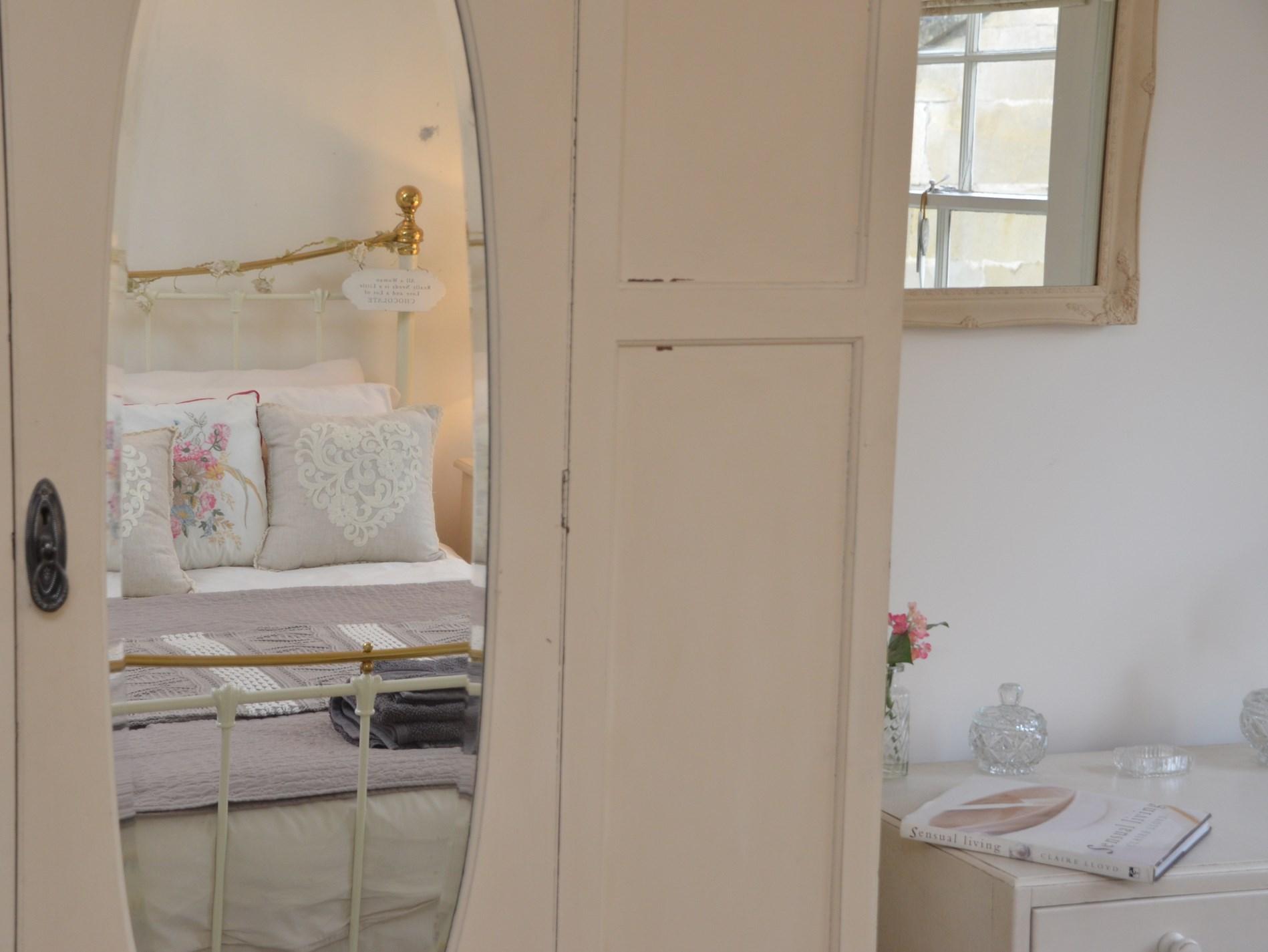 King-size bedroom details