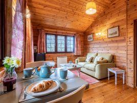 Clovelly Lakes Wren Lodge Ten
