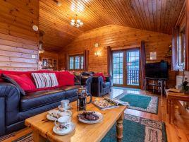 Clovelly Lakes Falcon Lodge Twelve