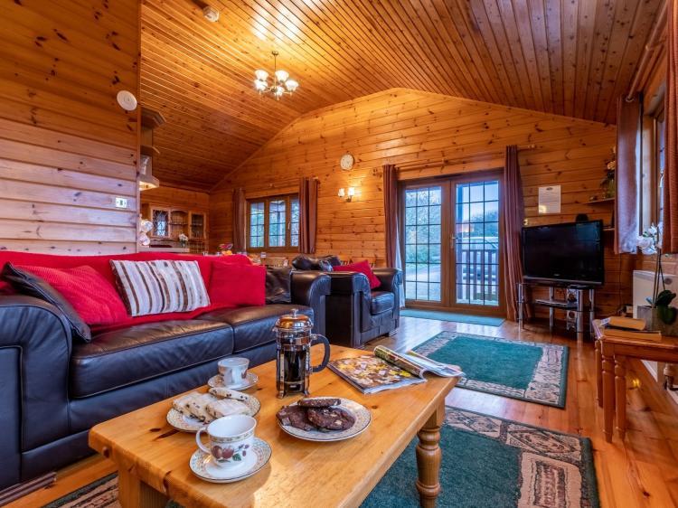 Clovelly Lakes Falcon Lodge Twelve (00356)