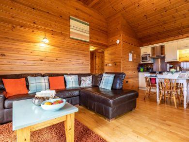 Clovelly Lakes Grebe Lodge Fourteen (00358)