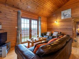 Clovelly Lakes Kestrel Lodge Fifteen