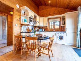 Clovelly Lakes Swift Lodge Seventeen (00361)