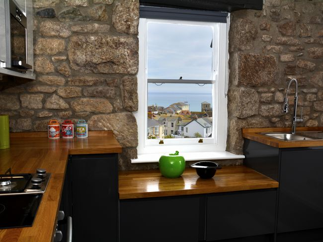 Kitchen area with sea view