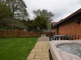 1 Dilham Cottages - Brick Kiln Barns