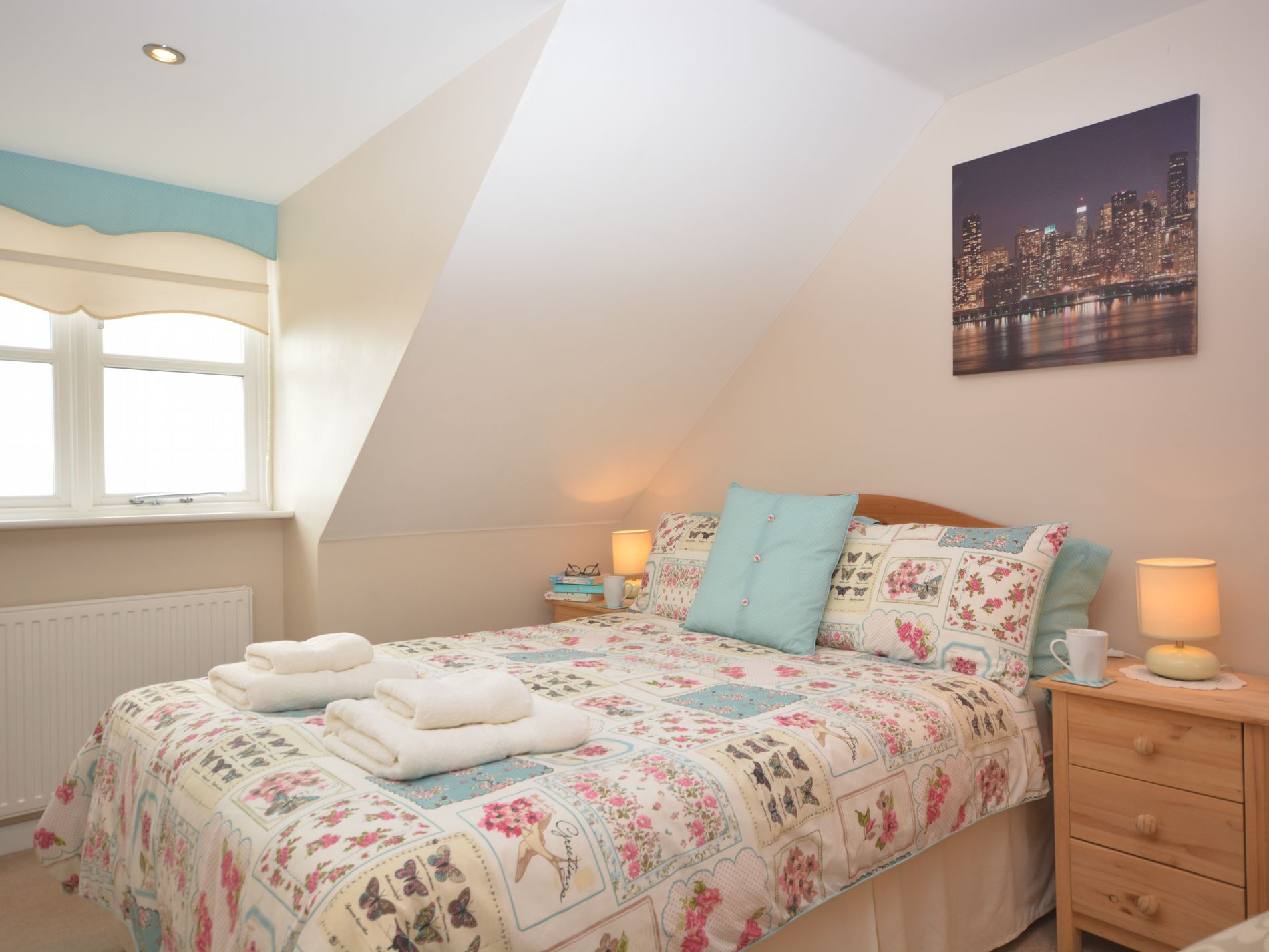 Master bedroom with en-suite shower room and sea views