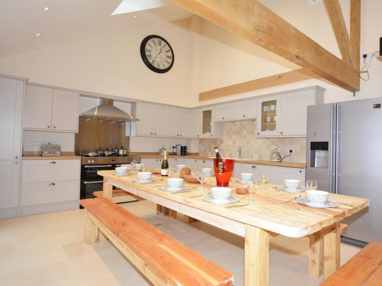 Rustle up a meal in this well equipped kitchen