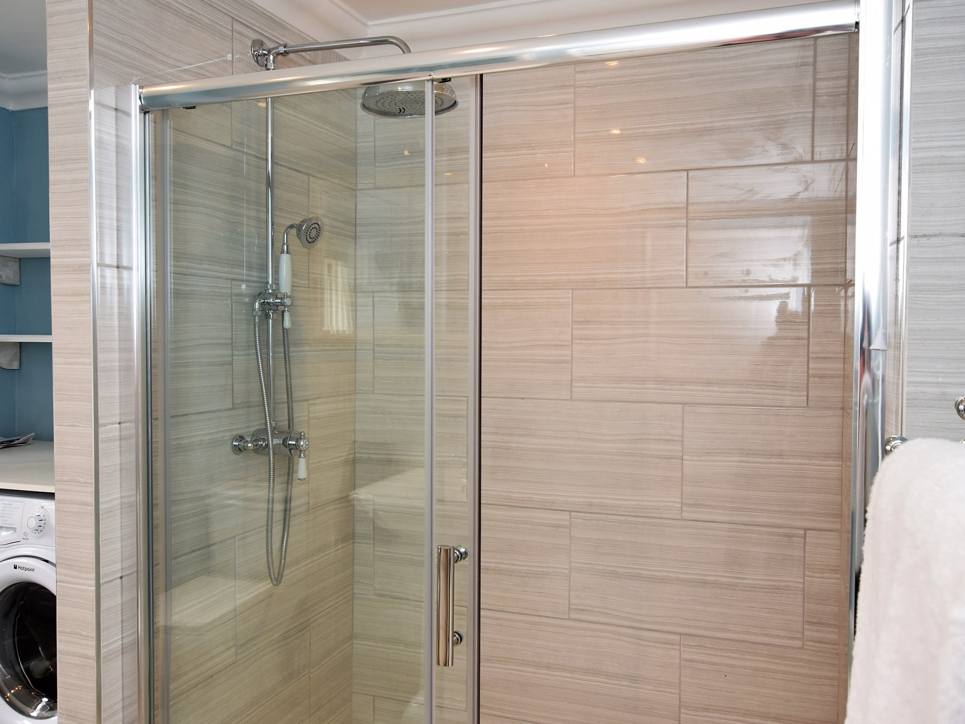 The cottage offers a large walk-in shower