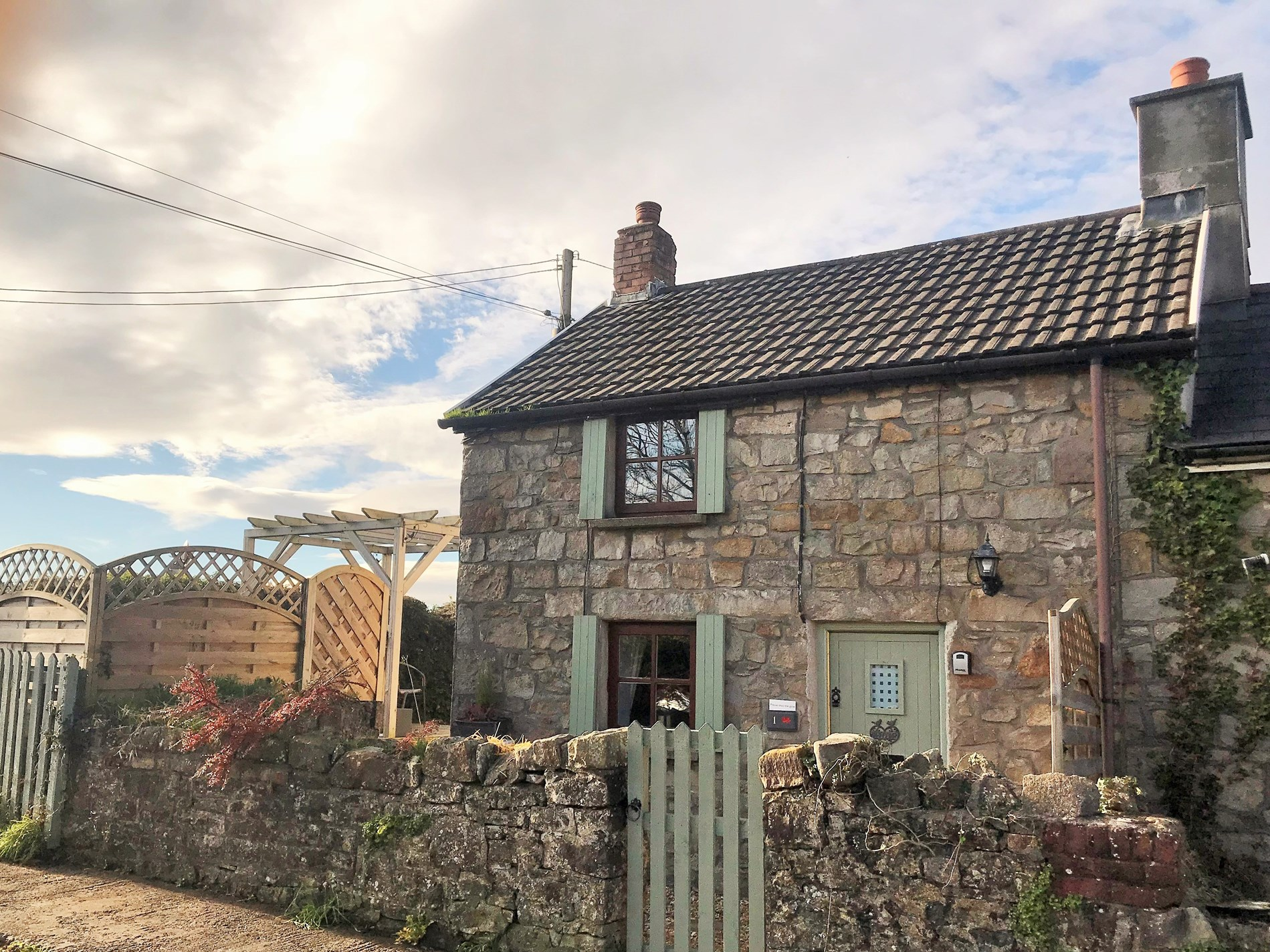 1 Bedroom Cottage in Bridgend, Pembrokeshire and the South