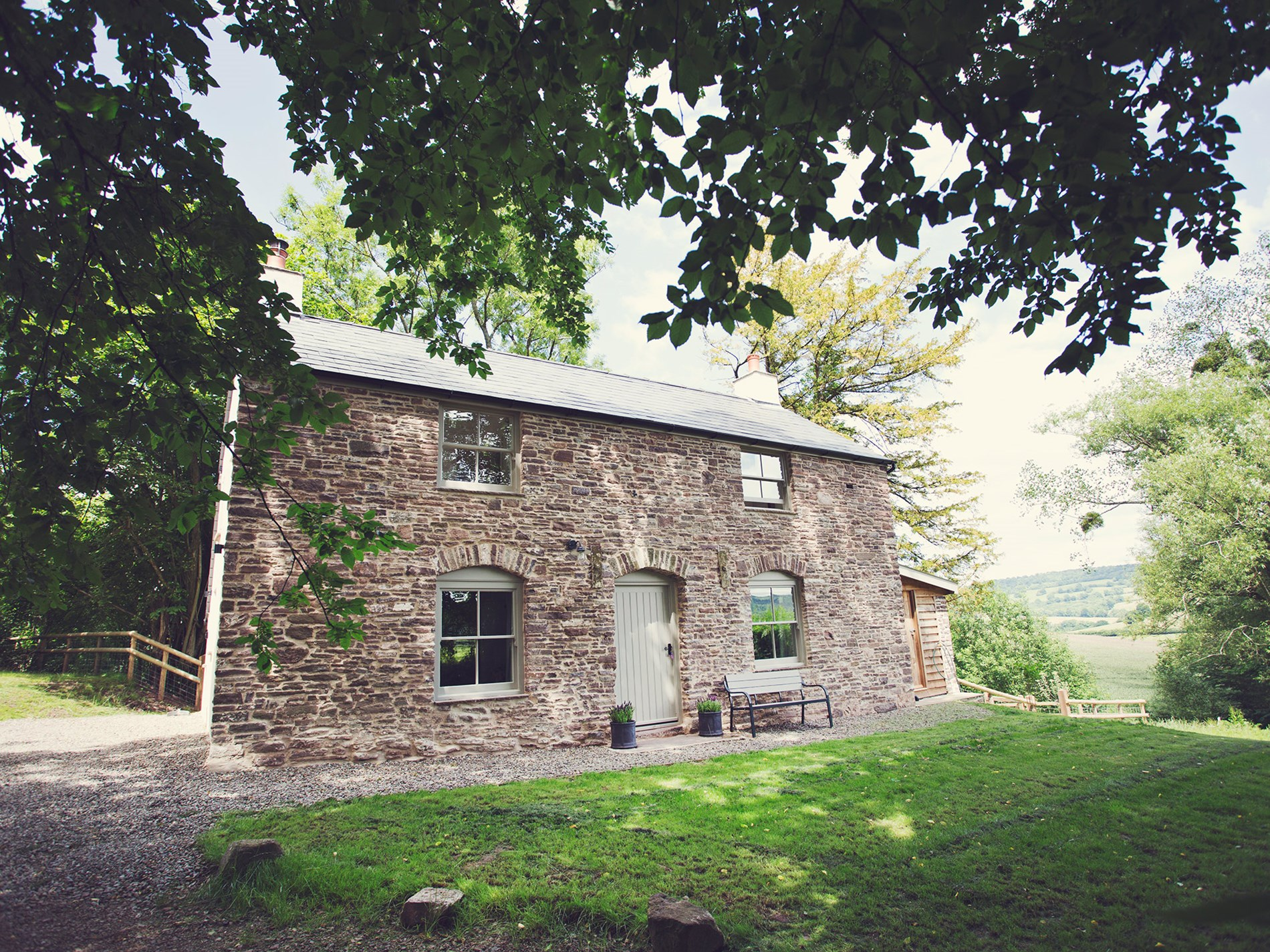 2 Bedroom Cottage in Chepstow, Pembrokeshire and the South