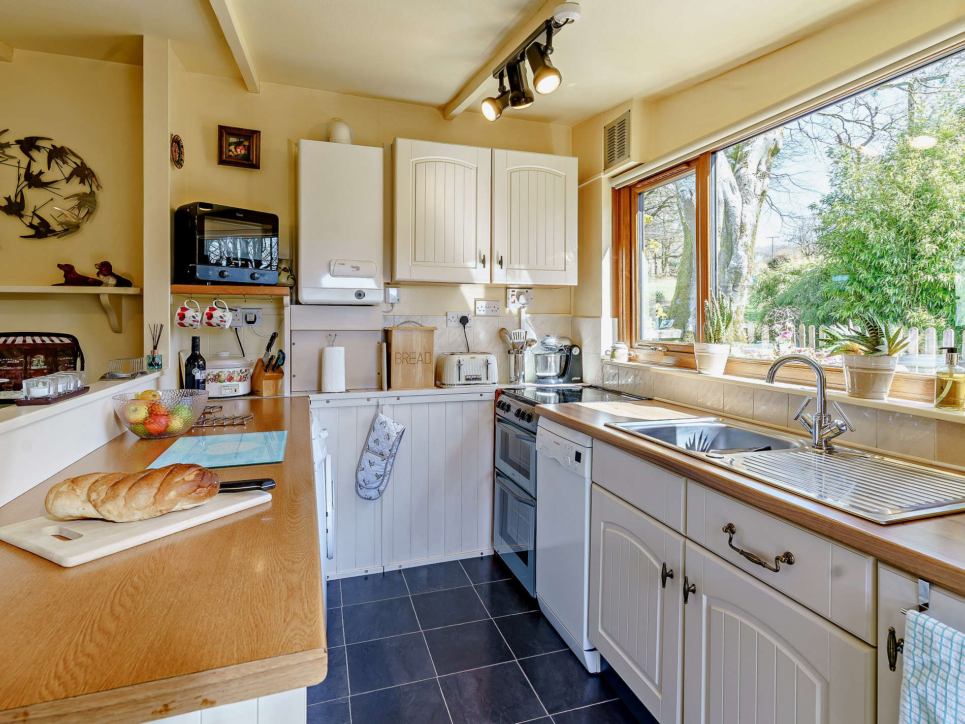2 Bedroom Bungalow in West Wales, Pembrokeshire and the South