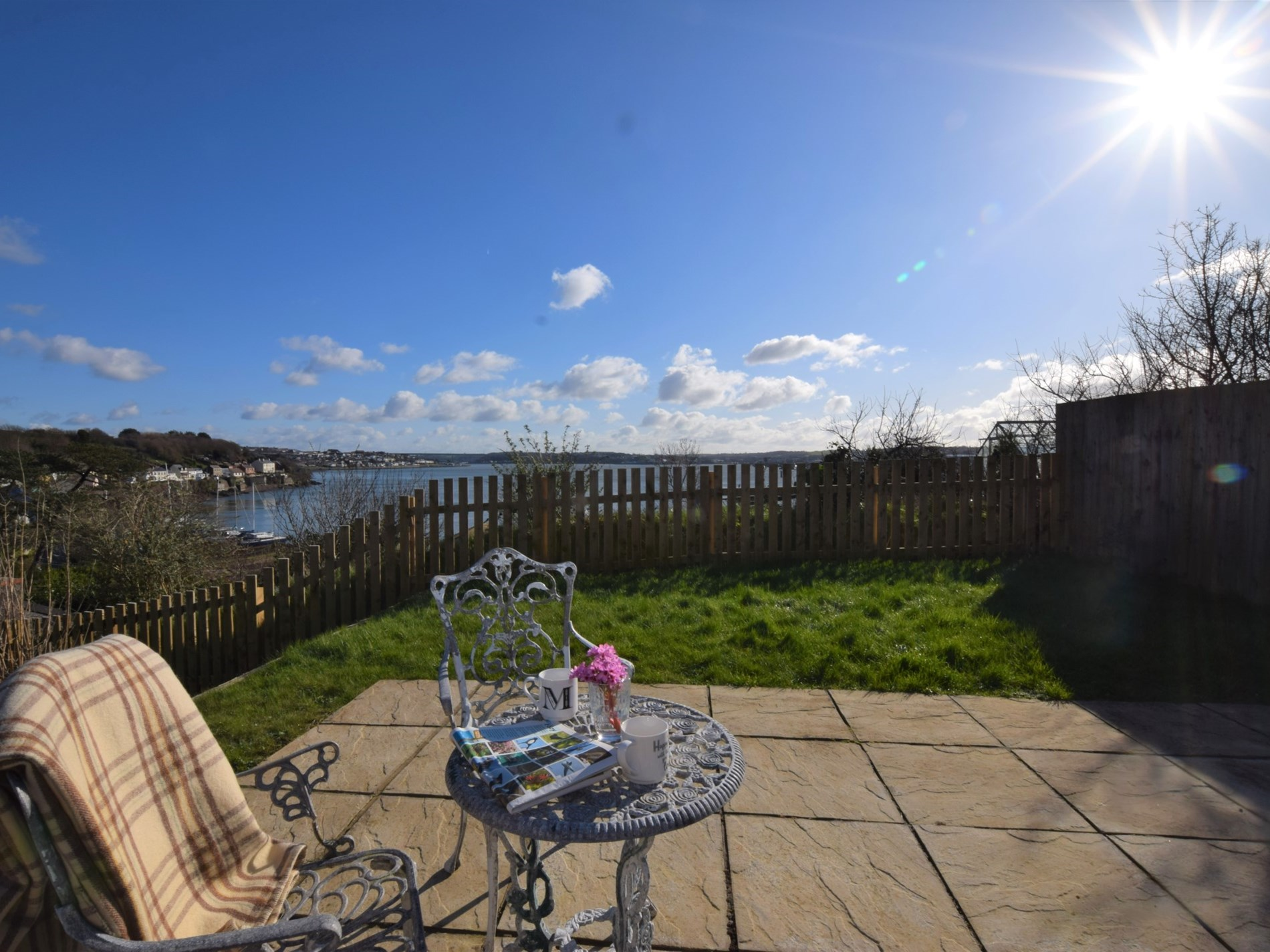 2 Bedroom Cottage in Milford Haven, Mid Wales