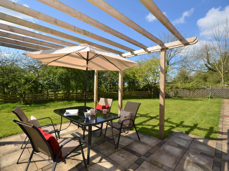 Enclosed garden with patio area for alfresco dining