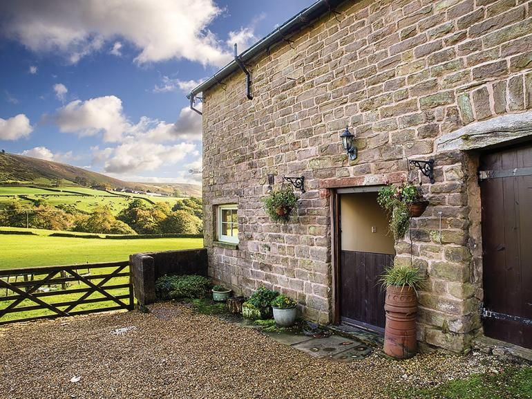 View towards the property and far reaching countryside views