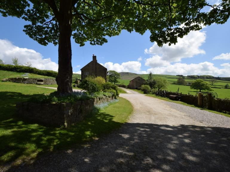 Tranquil hamlet location