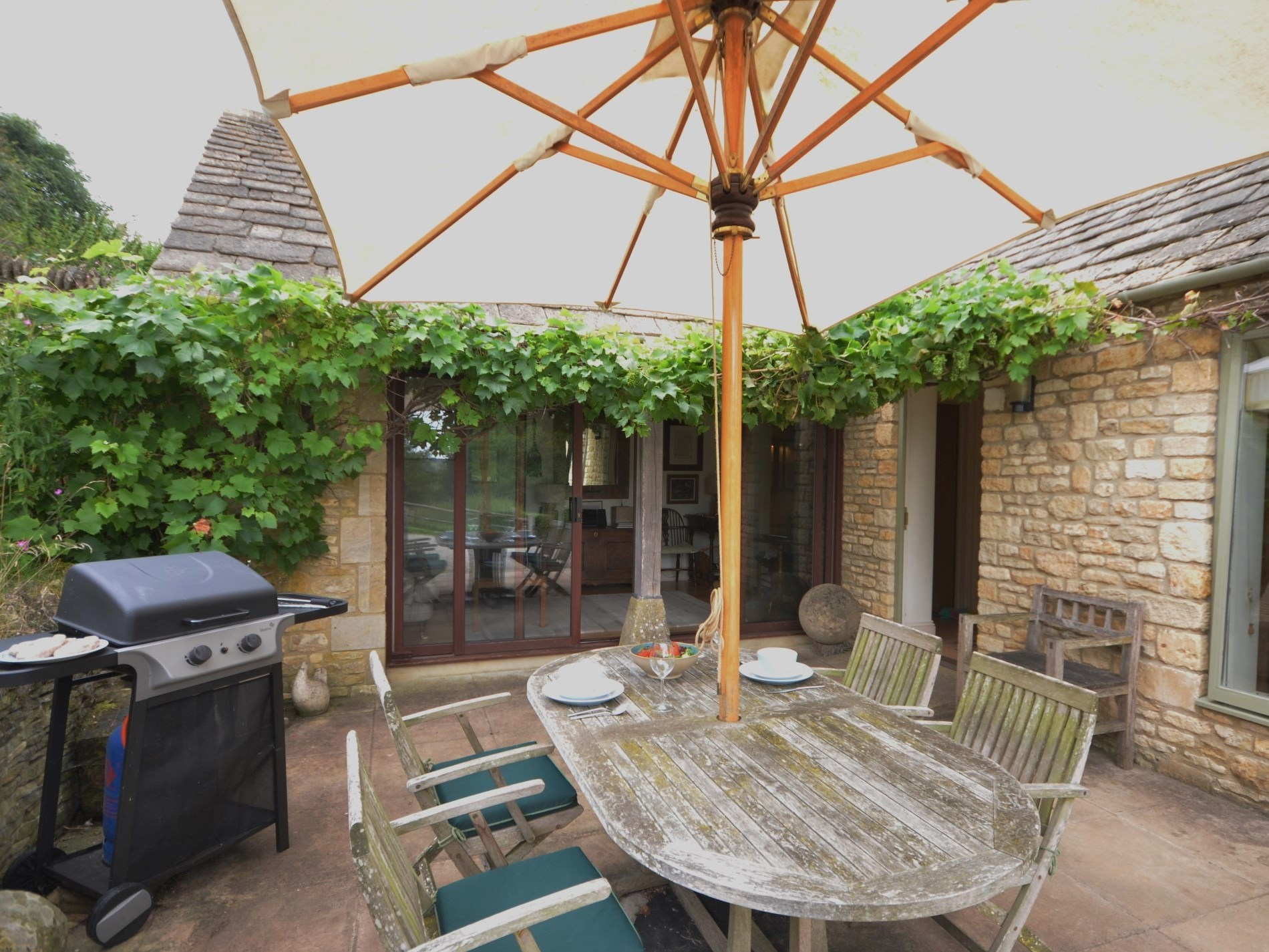 Enjoy a BBQ in this picturesque Cotswold location