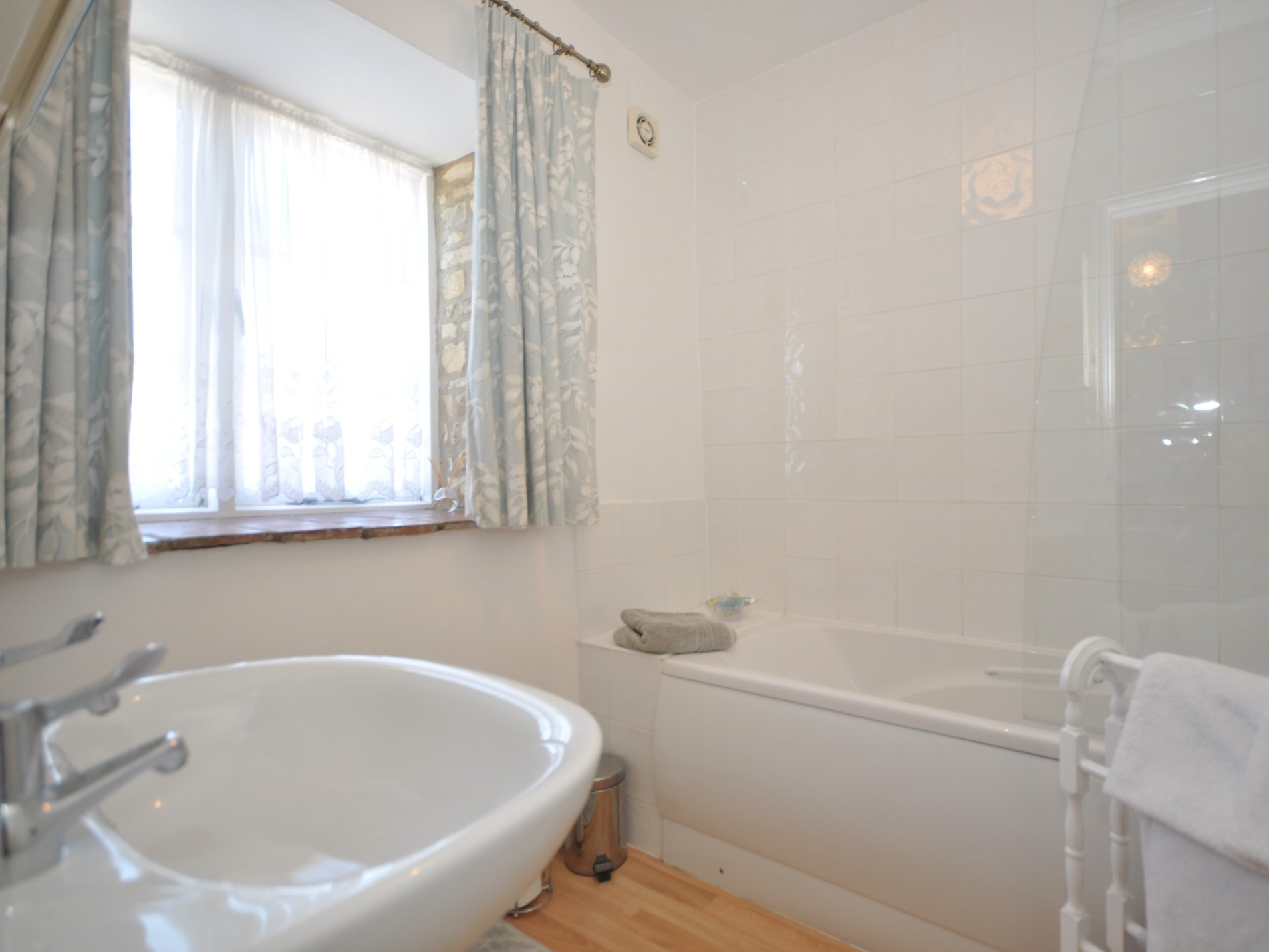 A simple bathroom suite