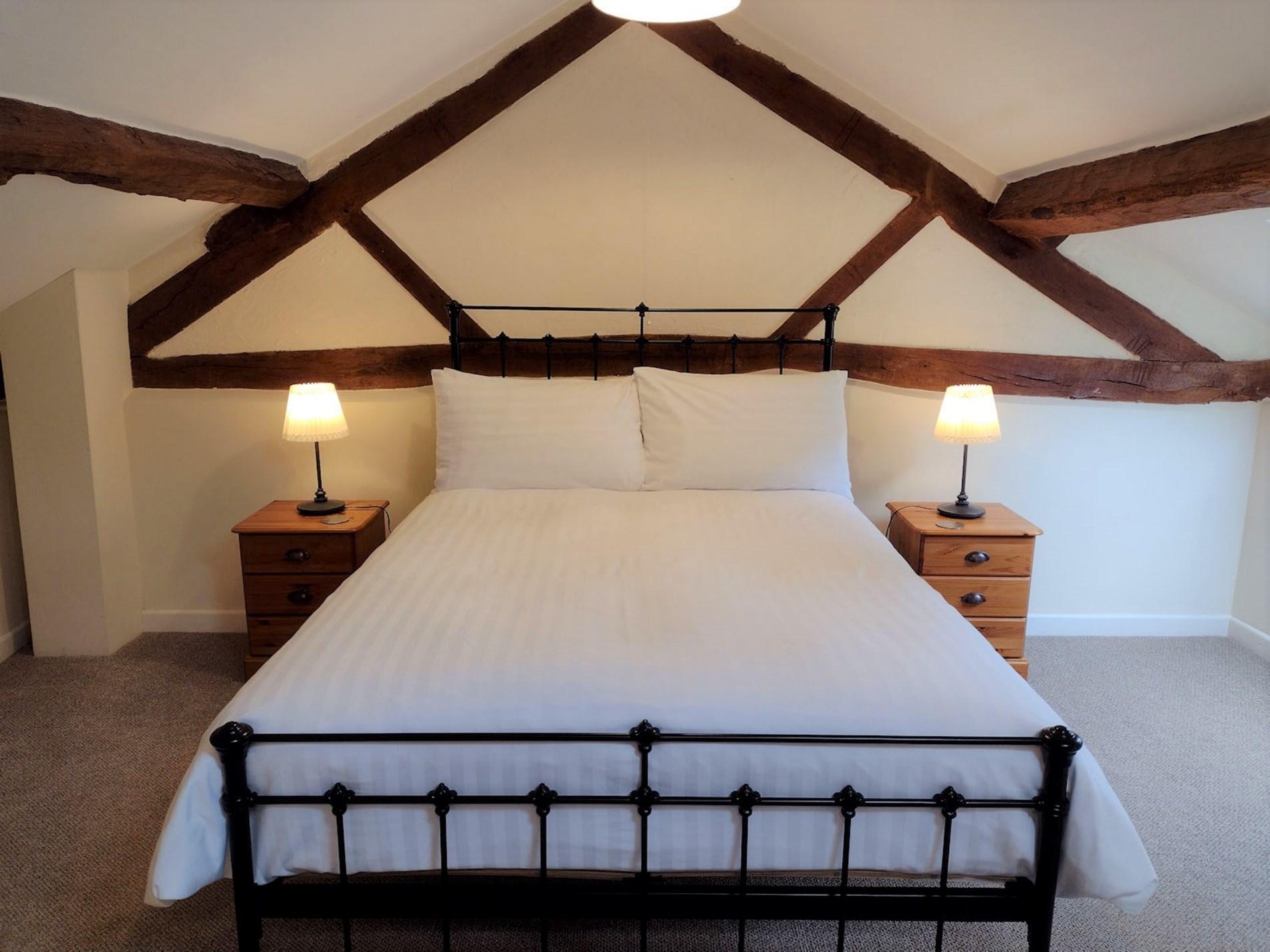1 Bedroom Barn in Mid Wales, Pembrokeshire and the South