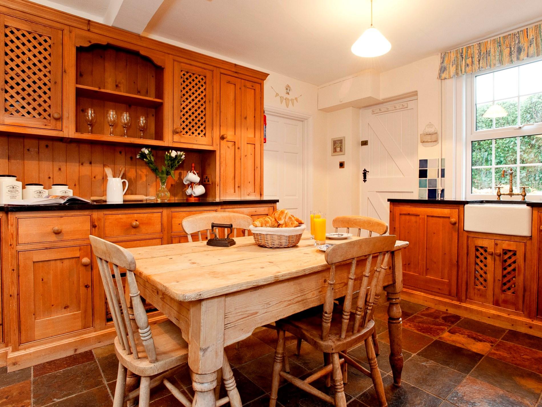 Pretty farmhouse style kitchen