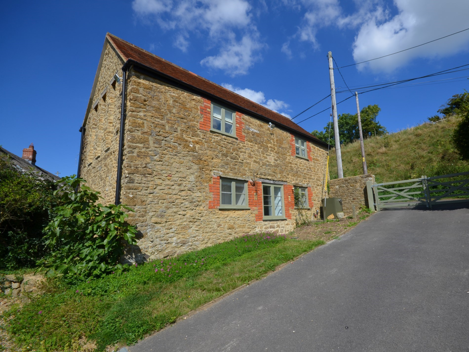 2 Bedroom Cottage in Wincanton, Dorset and Somerset