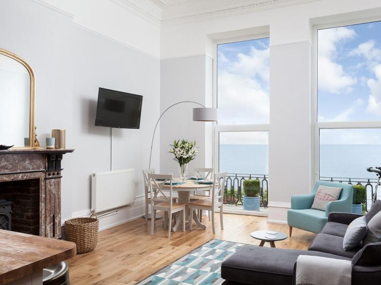 Relax and admire the sea views from this first floor apartment