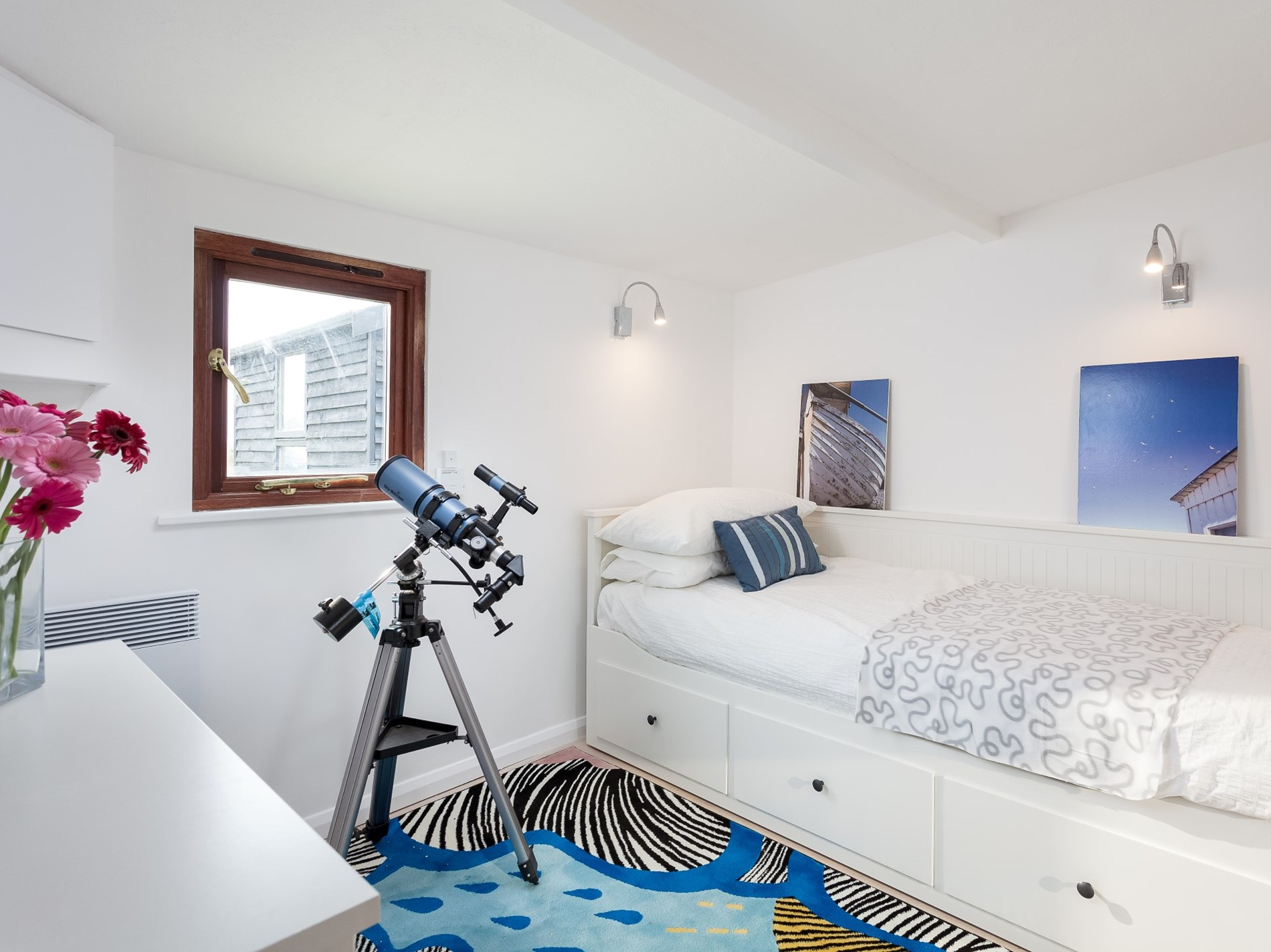Single bedroom that can be converted into a double