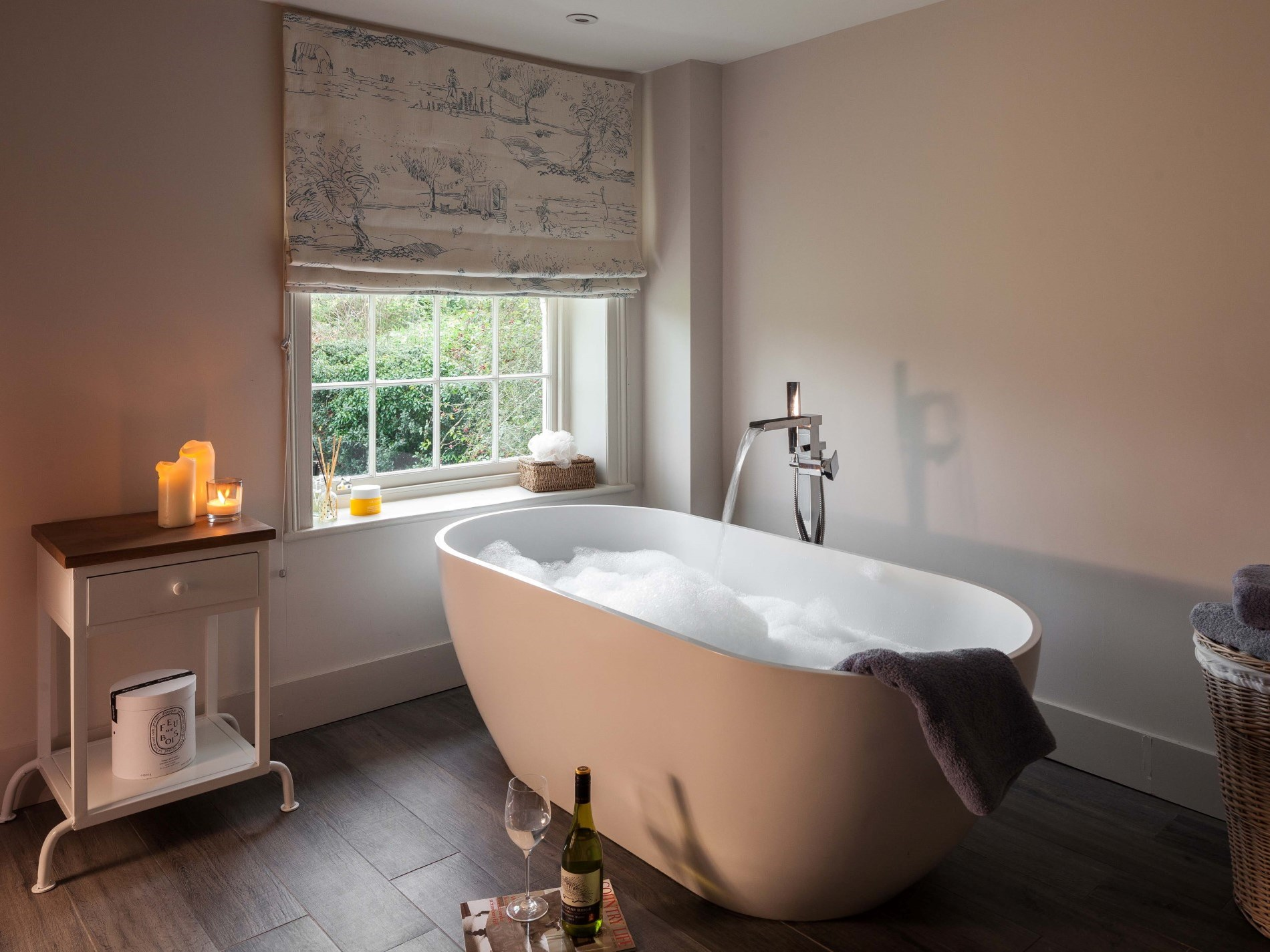 En-suite bathroom with views over the garden