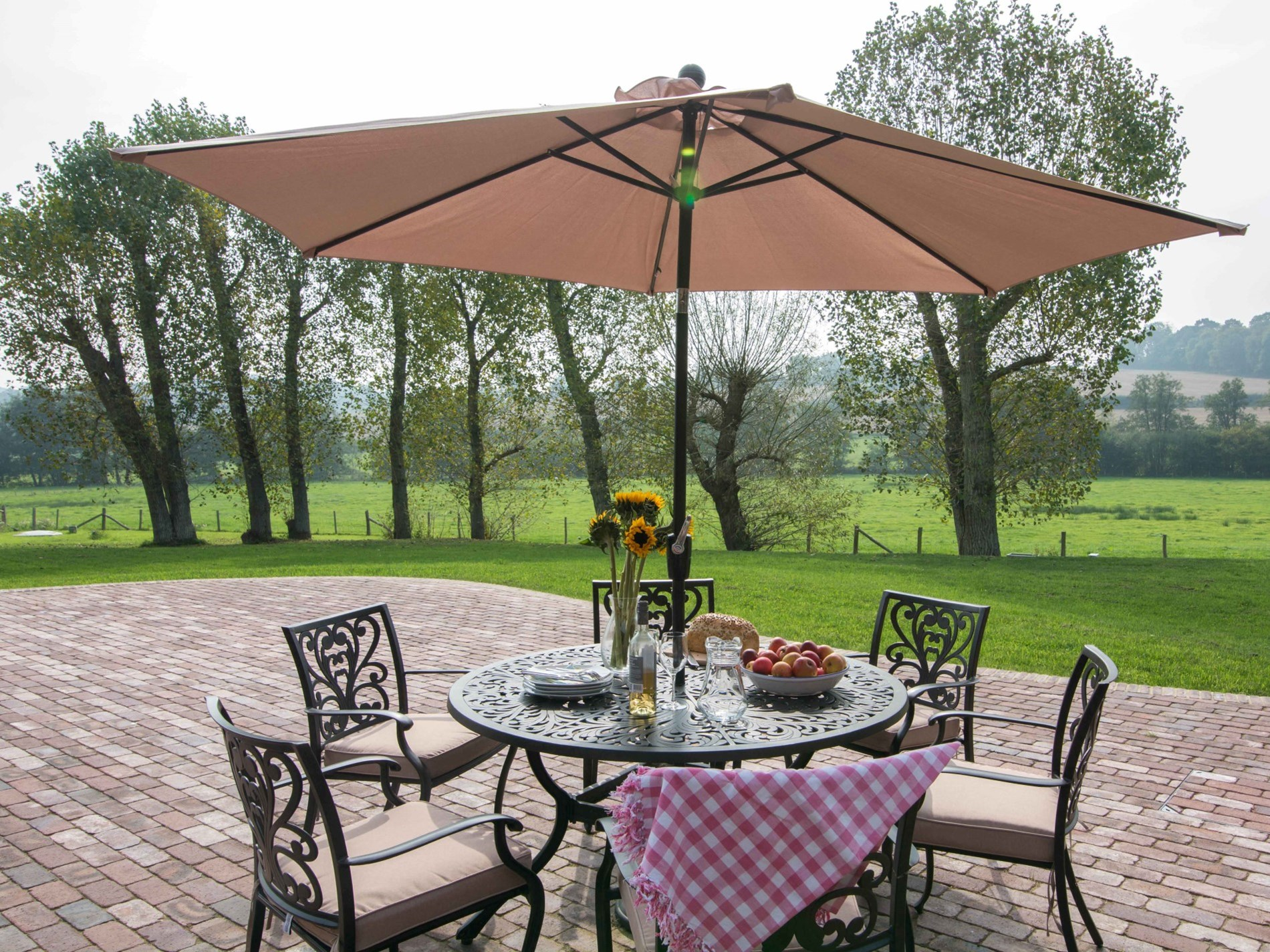 Al fresco dining with a view