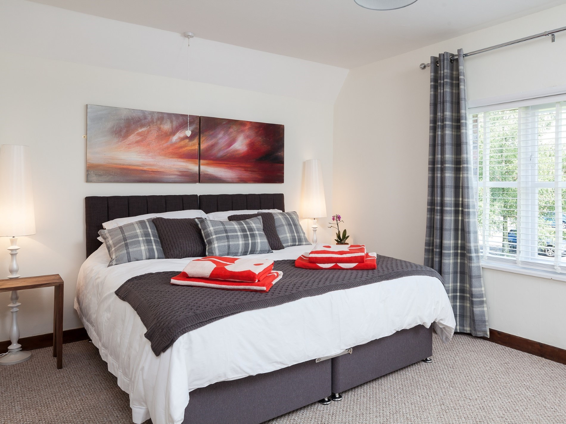 Kingsize master bedroom