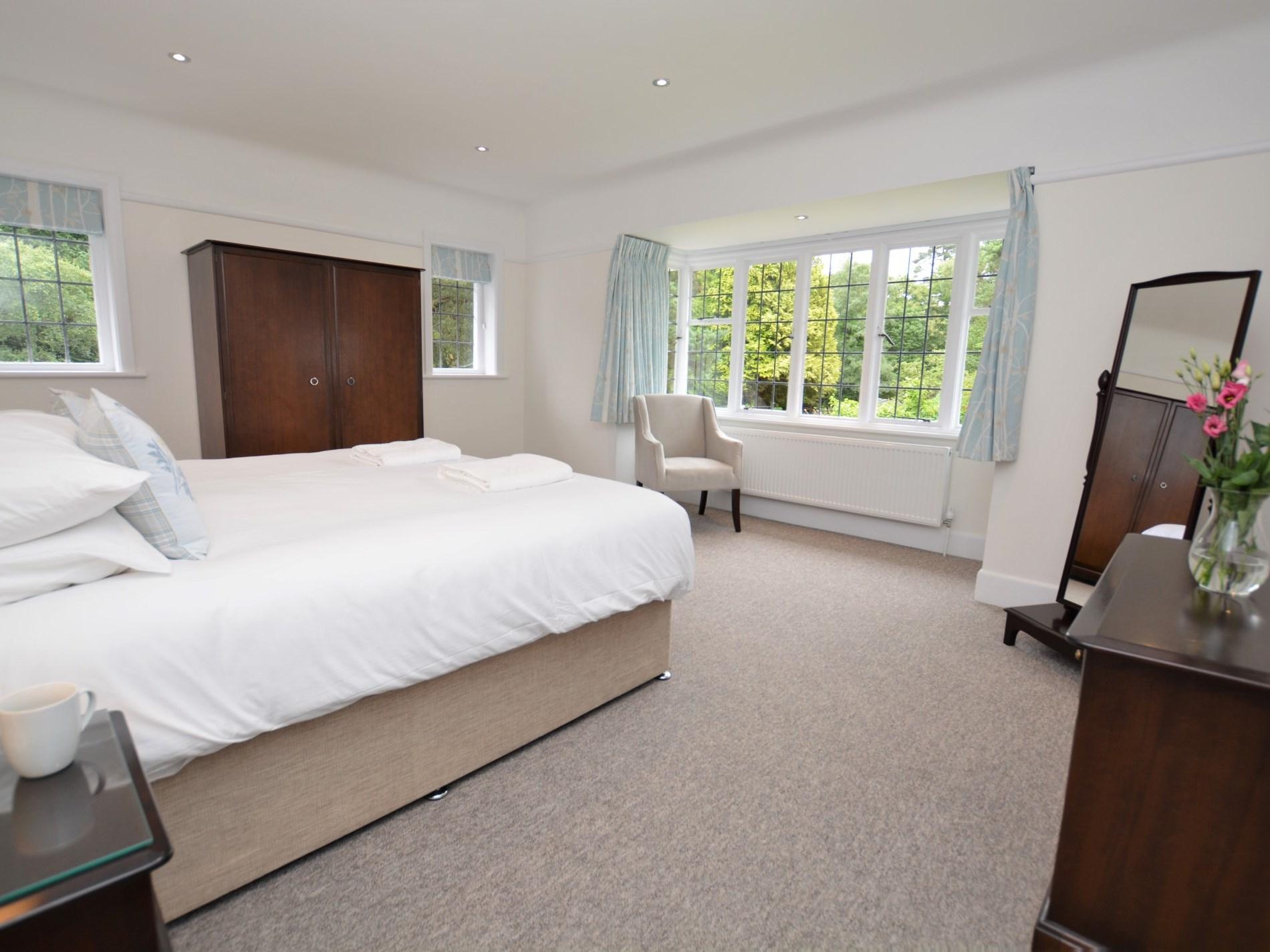 Super-king-size zip-and-link bedroom