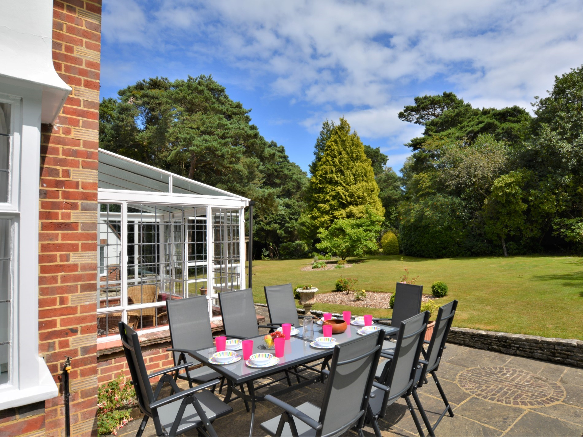 Enjoy al fresco dining in the spacious 1 acre grounds